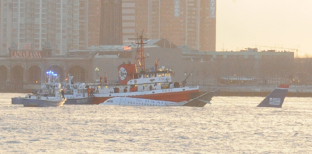 Members of Marine 1, Marine 6, Marine 9 and the Fast Boat responded to the scene of a plane crash on the Hudson River.