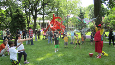 Frolicking at Governors Island (Image courtesy: Governors Island Alliance)